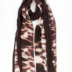 """Sjaal """"Xuxa"""" is bruin fijne geweven sjaal met kleur in beige, bruin, rood en kahki."""