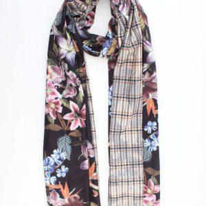 """Sjaal """"Juliëtte"""" zwart is een prachtige geweven sjaal gemaakt van viscose en katoen."""
