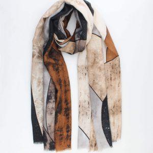 """Sjaal """"Lya"""" bruin is een grafische prints met goud glitter sjaal."""