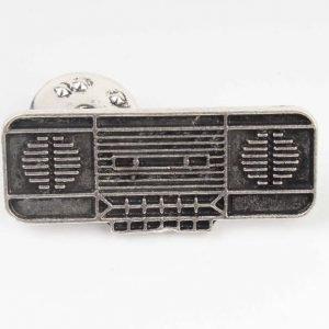 Pin vintage radio