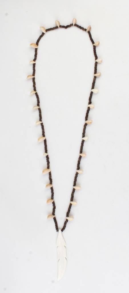 Lange Ketting met houten kralen en schalepjes